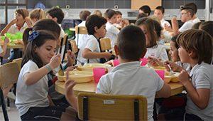 Alumnos en el comedor del colegio La Asunción de Montilla
