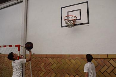 Pista de fútbol y baloncesto